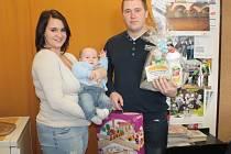 Jakub Smrkovský obsadil v anketě Miminko roku 2015 krásné třetí místo. Dárky malému vítězi věnoval obchod s dětským zbožím Matýsek, firma na výrobu hraček a Deník.