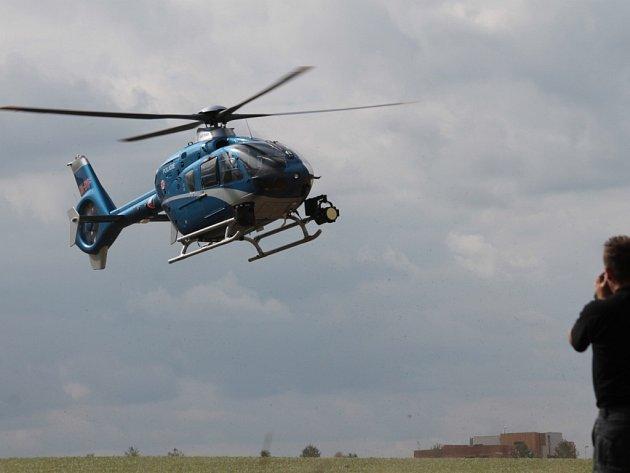 Policejní vrtulník s termovizí nad Vlašimí.