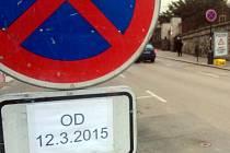 Z důvodu poruchy na vodovodu je Tyršova ulice mezi Vnoučkovou ulicí a náměstím dočasně obousměrná.