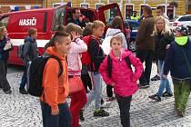 Žáci votických škol se seznámili s technikou a prostředky záchranářů a strážníků.