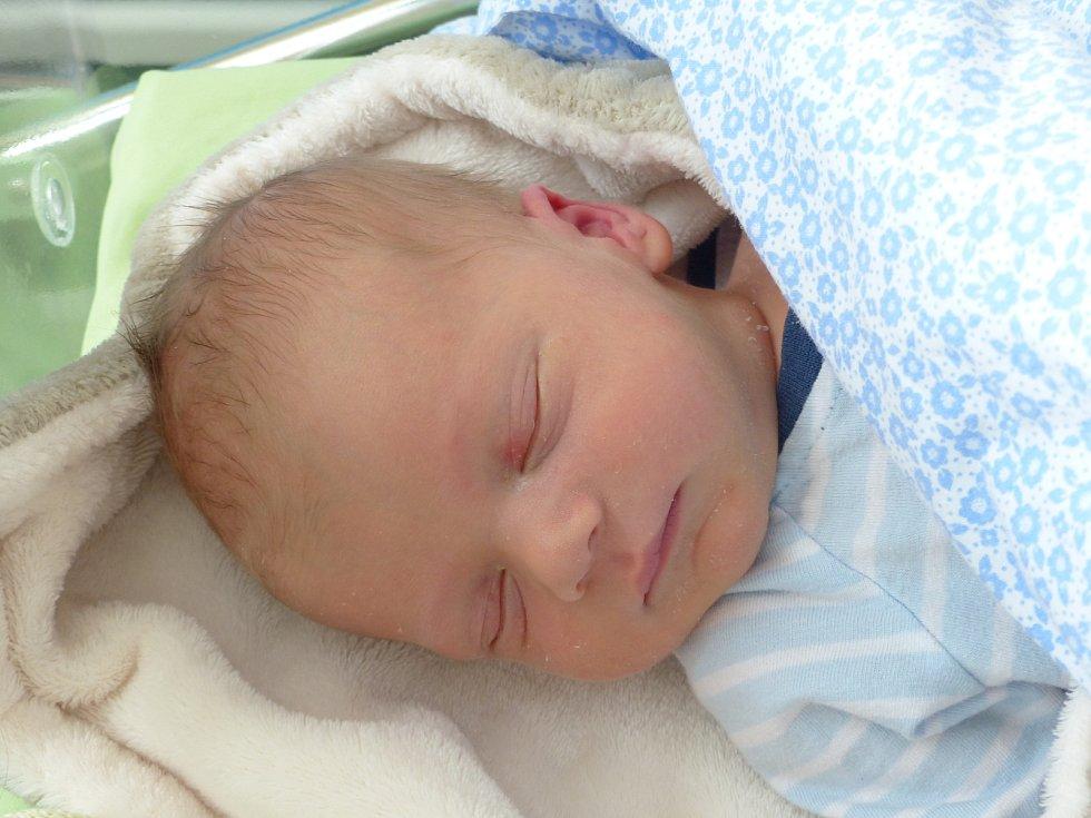 Oliver Kašpar se narodil 29. dubna 2021 v kolínské porodnici, vážil 3060 g a měřil 49 cm. V Kolíně se z něj těší maminka Karolína a tatínek Miroslav.