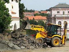Stavební stroje obsadily vlašimské historické centrum