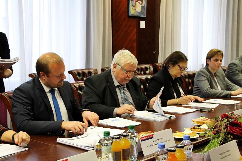 Jednání zástupců kraje a ministerstva školství.