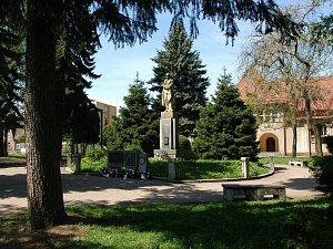 Votické Masarykovo náměstí před dvěma lety
