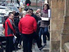 Fronty lidí, kteří si jdou vyřídit nové doklady,  mohou být před Městským úřadem Benešov už minulostí.
