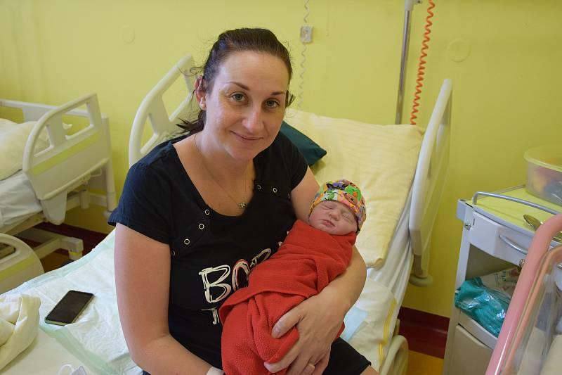 Julie Pávova se Elišce Šmídové a Martinu Pávovi narodila v benešovské nemocnici 3. května 2021 v 10.34 hodin, vážila 3210 gramů. V Popovicích u Benešova na ni čekal bratr Matyáš (2).