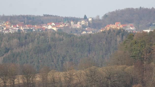 Pohled na město Pyšely.