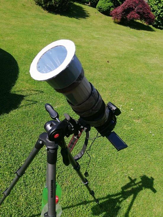 Příprava na focení částečného zatmění Slunce.