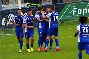 Fotbalisté Vlašimi slaví jeden z gólů.