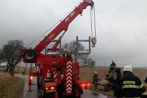 Zásah hasičů u dopravní nehody u Votic.