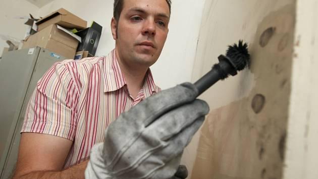 Studenti si budou moct například vyzkoušet zajišťování otisků prstů.