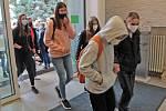 Z prvního vyučovacího dne studentů Střední zemědělské školy v Benešově po rozvolnění koronavirových opatření.
