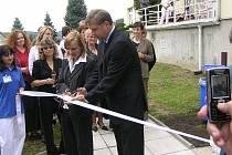 Slavnostní otevření rehabilitačního centra bylo velkolepé. To všechno odnesl čas