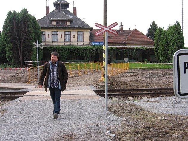 Bystřické nádraží se propadá do historie. Nyní už je pouze zastávkou bez dopravních či komerčních zaměstnanců.