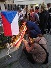 Komorní vzpomínková akce na Masarykově náměstí v Benešově k 17. listopadu.