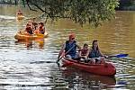 Vodáci na řece Sázavě.