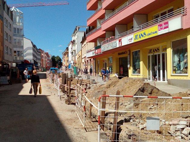 Práce v Tyršově ulici se protahuje, zvyšují se i náklady na ně.