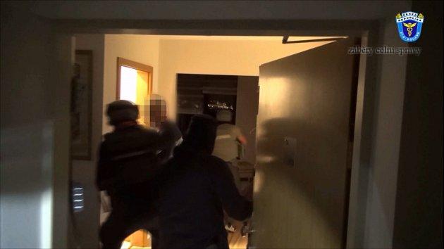 Téměř třísetmilionový únik na daních odhalili celníci a policisté