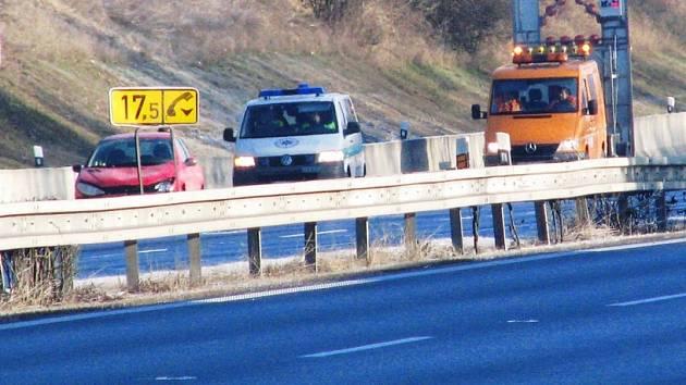 Posádka osobní auta vyvázla bez zranění