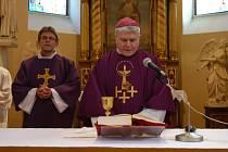 Biskup Václav Malý celebroval nedělní mši v kostele sv. Bartoloměje v Divišově.