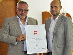 Ředitel benešovské nemocnice Petr Hostek s certifikací AAA – Excelentní.