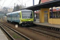 Spěšné vlaky jezdí z Benešova do Prahy v pracovních dnech 3 x dopoledne a 4 x odpoledne.