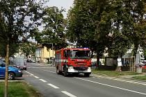 Po Táborské ulici v Benešově uhánělo hasičské auto k otevření bytu v ulici Marie Kudeříkové.