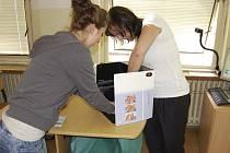U příležitosti Dne hygieny rukou navštívili zdravotníci benešovské nemocnice  Střední zdravotnickou školu a Střední odbornou školu Benešov obor sociální činnost.
