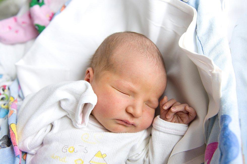 Táňa Kubínková se narodila v nymburské porodnici 27. února 2021 v 18.37 hodin s váhou 3420 g a mírou 49 cm. S maminkou Eliškou, tatínkem Michalem, sestřičkou Soňou (8 let) a s brášky Rostislavem (10 let) a Rudolfem (6 roky) bude holčička bydlet v Přerově