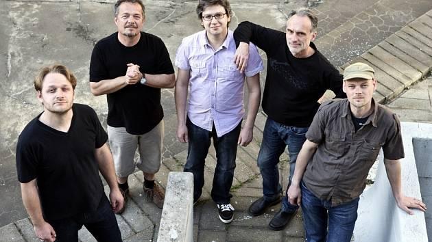 Se skupinou Neřež vystoupí na pondělním benefičním koncertě na podporu Hospice Dobrého Pastýře i Marie Rottrová nebo Jiří Schmitzer.