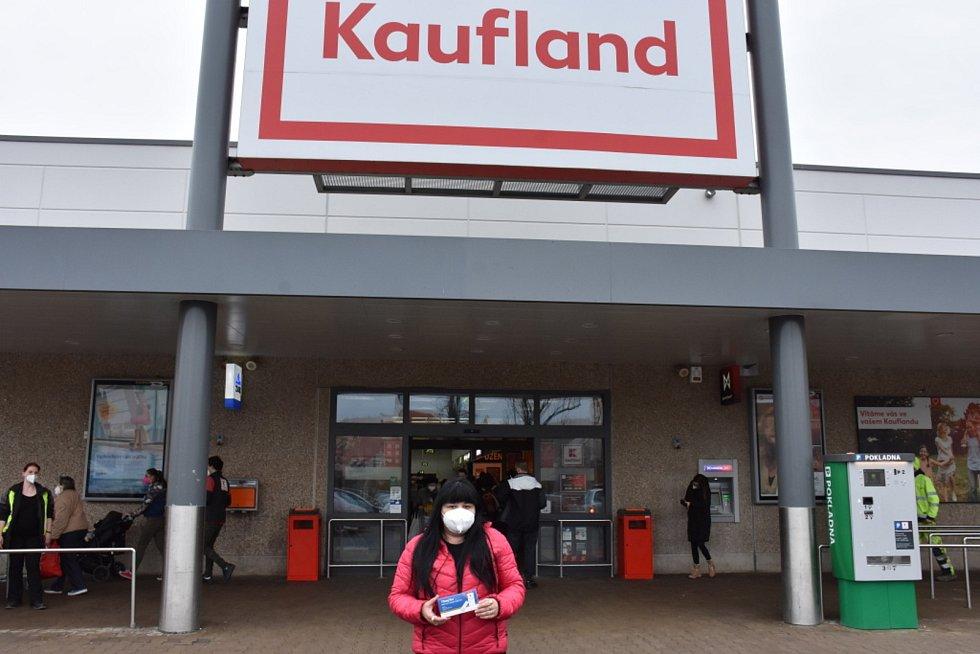 Nákup antigenních testů v Kauflandu. Ilustrační foto.