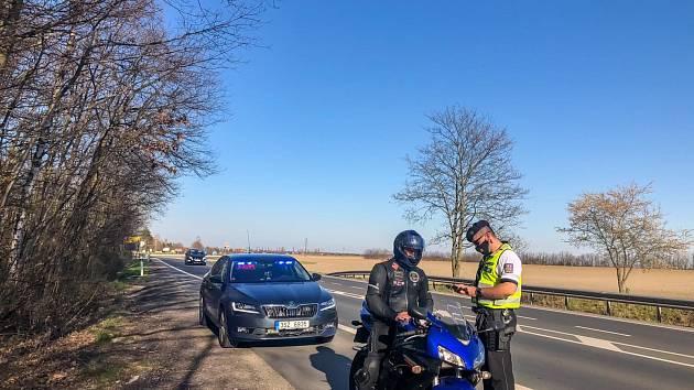 Středočeští policisté o víkendu řešili téměř pět set přestupků překročení povolené rychlosti.