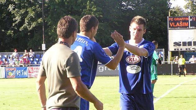 Miloslava Strnada v závěru zápasu, za velkých ovací diváků, vystřídal Tomáš Petr.