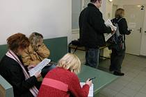 Úřady práce evidují více nezaměstnaných.