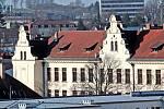 Benešov při pohledu ze střechy kostela sv. Anny - gymnázium.