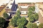 Vizualizace centrálního příjmu. Pohled směrem k Máchově ulici. Vlevo pavilon interny, uprostřed recepce, vpravo přistavěný pavilon chirurgie.