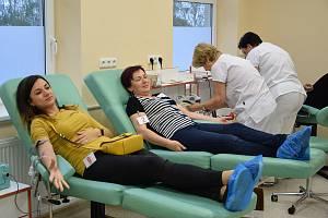 Dobrovolní dárci krve na transfuzní stanici Nemocnice Rudolfa a Stefanie v Benešově.