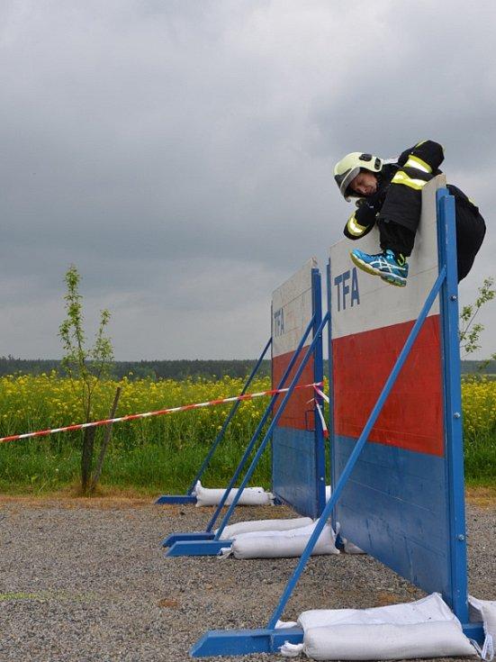 Prvenství obhájil několikanásobný vítěz soutěže Radek Kladiva z územního odboru Benešov, který dosáhl času 4:15,72 minuty, v kategorii nad 40 let zvítězil jeho kolega Kamil Němec (4:30,67).