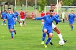 Nespeky (v modrém)  porazily doma Tuchlovice 2:1 po penaltovém rozstřelu.