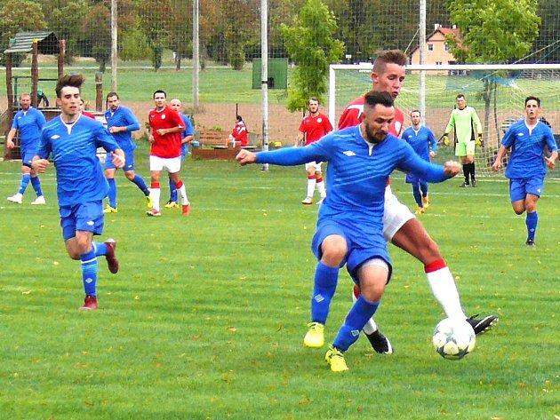 Nespeky (vmodrém)  porazily doma Tuchlovice 2:1 po penaltovém rozstřelu.