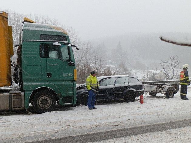 Nehoda na I/3 mezi Voticemi a Miličínem u Hostišova.