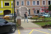 Proměna neveklovského náměstí Jana Heřmana.