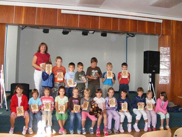 Školáci ze ZŠ Dukelská v Benešově si dnes přinesli domů další učební pomůcku.