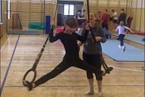 Plná tělocvična dětí různého věku byla opět v neděli odpoledne při Nedělním cvičení Domu dětí a mládeže Benešov.