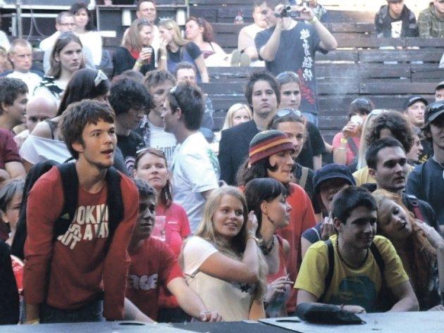 NÁVŠTĚVNÍCI festivalu Recpect Session ve Valu u Dobrušky uslyší řadu avantgardních domácích i zahraničních kapel.