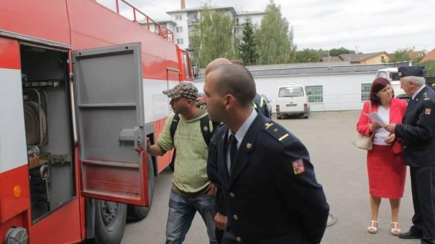 Čechtice získaly od profesionálních hasičů zásahovou Tatru 815.