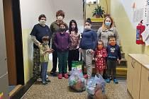 Obyvatelé vlašimského azylového s dárky.