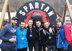 S kamarády na závodě. Zleva Špidra, Strachota, Drábek, Kotek, Pokorný, Ilčisko.