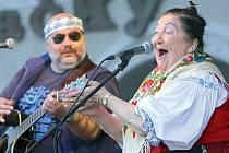LEGENDÁRNÍ JARMILA ŠULÁKOVÁ. Královna moravské lidové písně a jedna z našich nejúspěšnějších zpěvaček vůbec oslaví už osmdesáté narozeniny.