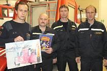 I hasiči z Vlašimi přečetli dětem pohádky.